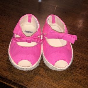 Gymboree baby pink shoes